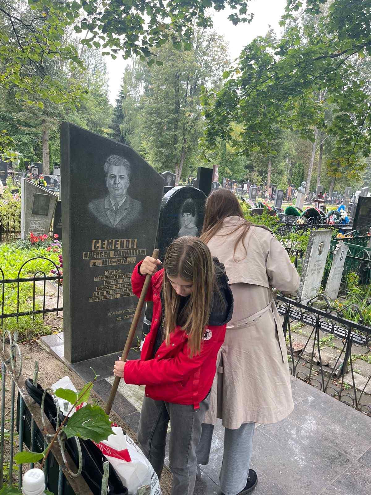 Благоустройство мест воинских захоронений